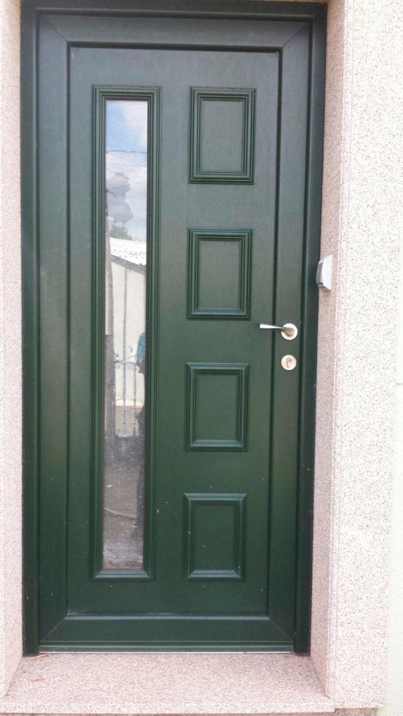 Puertas de aluminio en sevilla lucor ventanas y fachadas for Puertas correderas sevilla