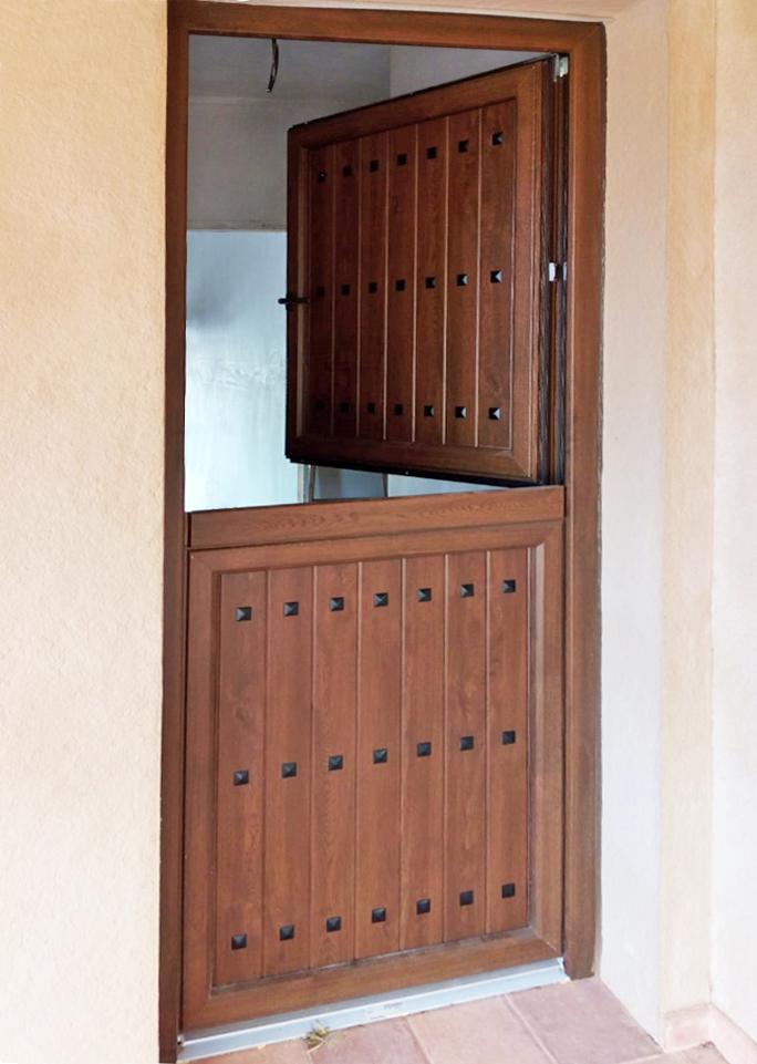Puerta postigo aluminio