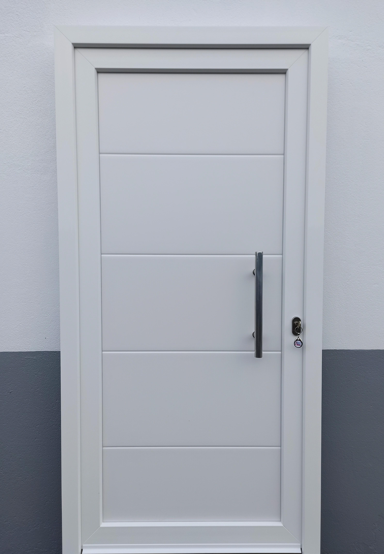 Puerta diseño blanca