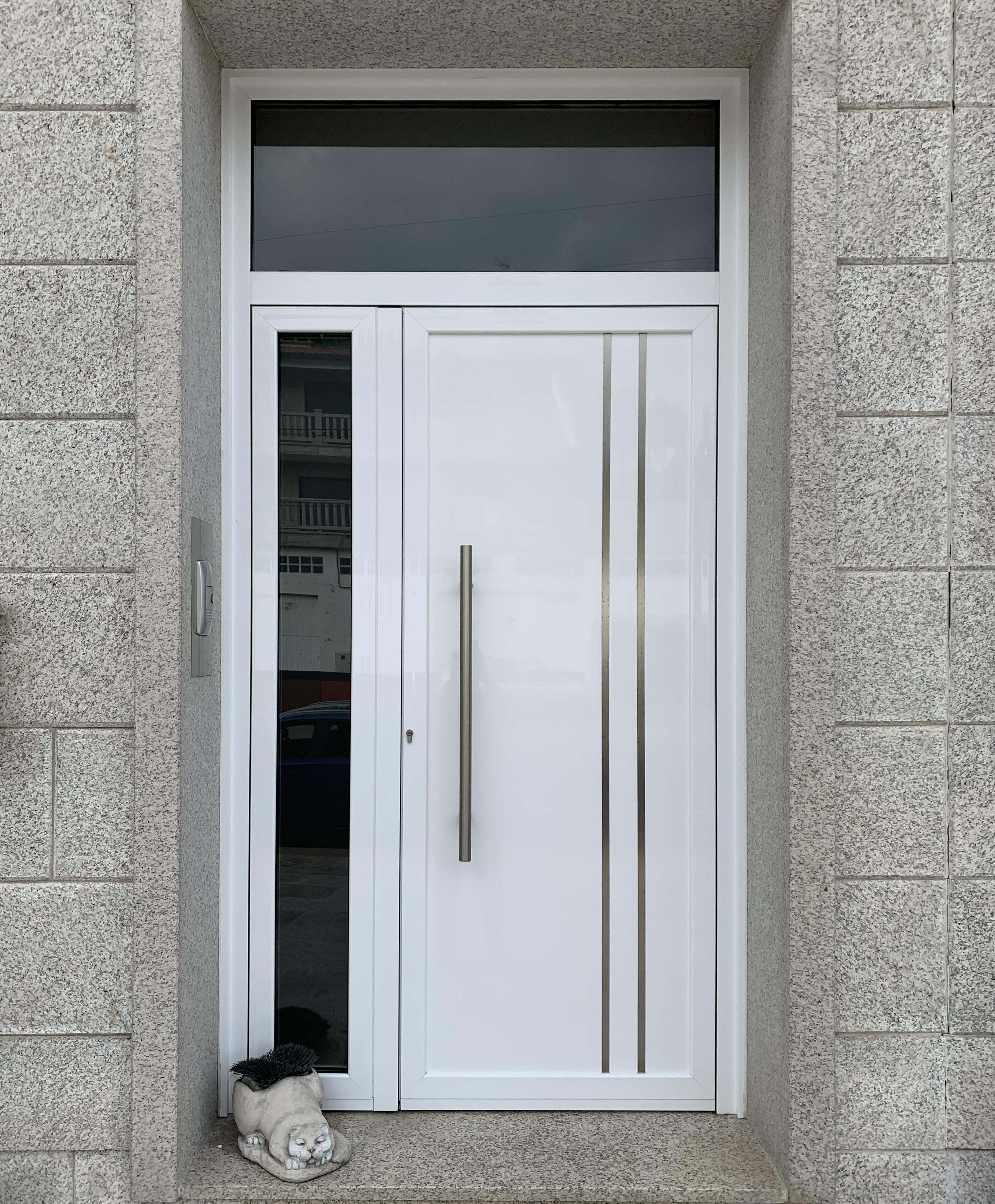 Puerta entrada blanca
